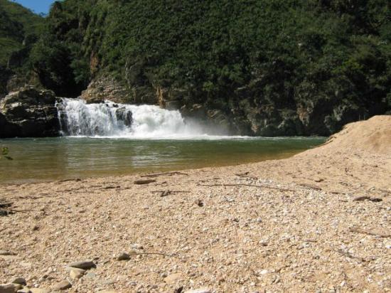 Cachoeira Zé Carlinho - Delfinópolis MG.