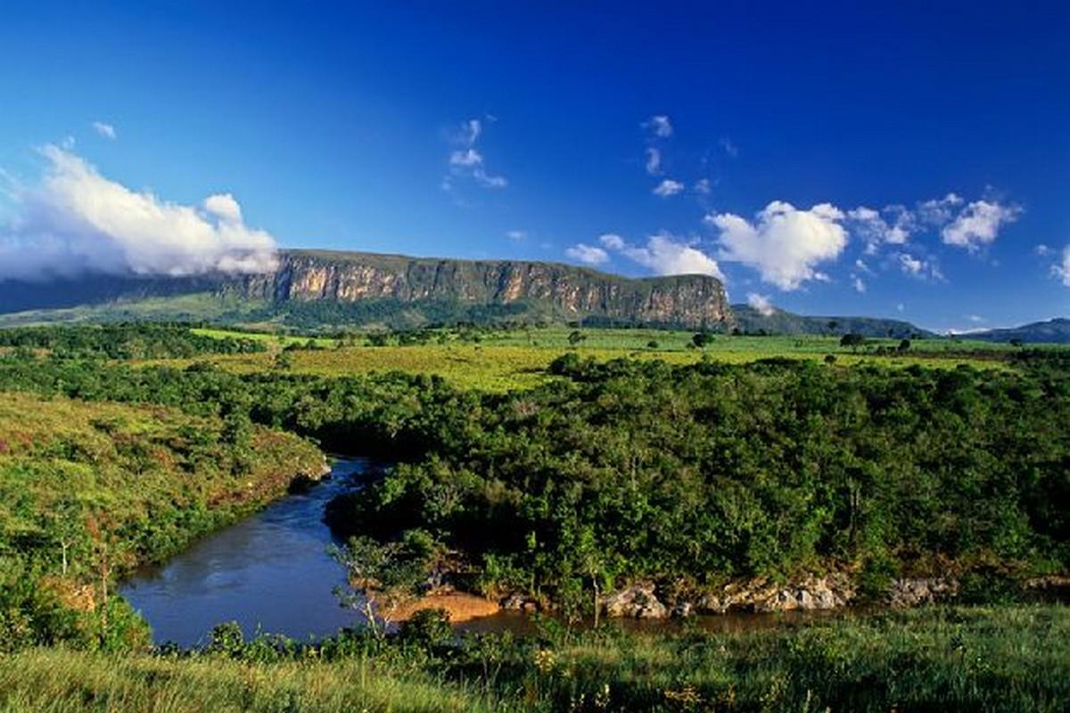 Guia de Cachoeiras São Roque de Minas MG.